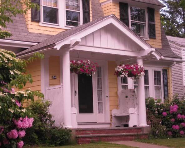 Входна врата за къща с навес