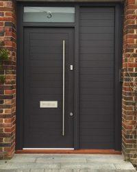 Черна Блиндирана Врата за къща