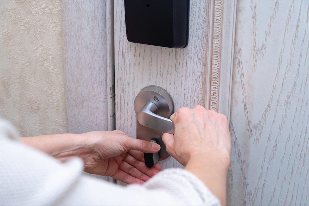 Заключване на врата