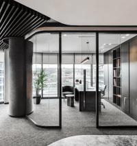 Стъклени интериорни врати във офис