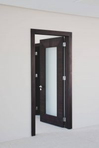 Интериорна тъмна врата със стъкло